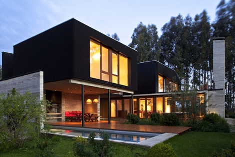 Original Playful Layout Showcased by Omnibus House in Chile