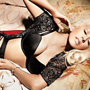 Christina Aguilera Is Back with her New Smoking body!