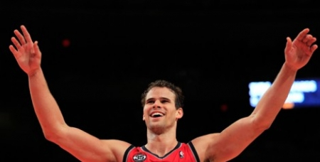 Kris Humphries Challenges Himself on the Court—and Off