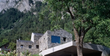 Genuine Rocky Architecture in Switzerland: The Chamoson Residence