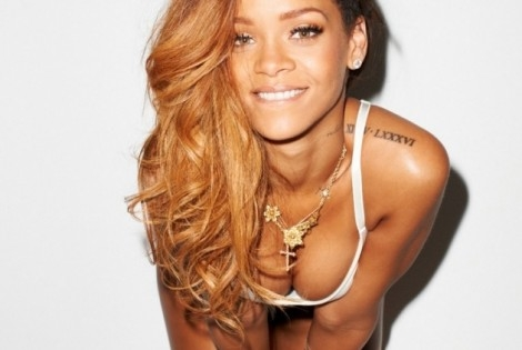 Rihanna shows Cleavage For Rolling Stone Magazine