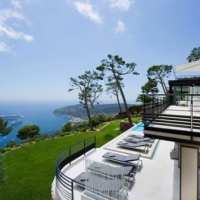 Holiday Teasing: Impressive Villa Baie on the French Riviera