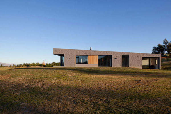 modern house New Zealand 10 Modern New Zealand Home Visually Anchored in its Landscape by Extensive Use of Brick