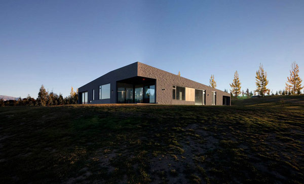 modern house New Zealand 11 Modern New Zealand Home Visually Anchored in its Landscape by Extensive Use of Brick