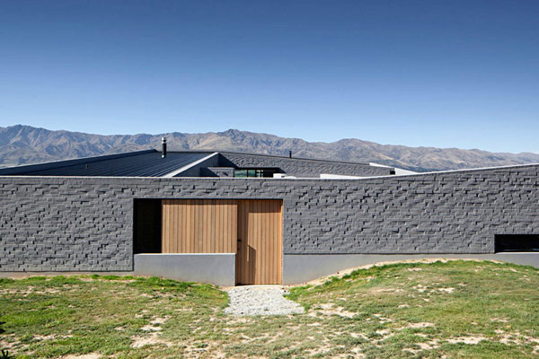 modern house New Zealand 2 Modern New Zealand Home Visually Anchored in its Landscape by Extensive Use of Brick