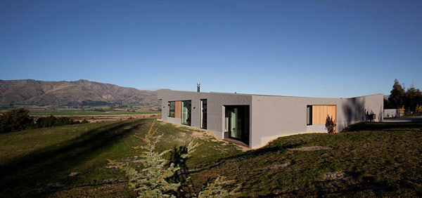 modern house New Zealand 12 Modern New Zealand Home Visually Anchored in its Landscape by Extensive Use of Brick