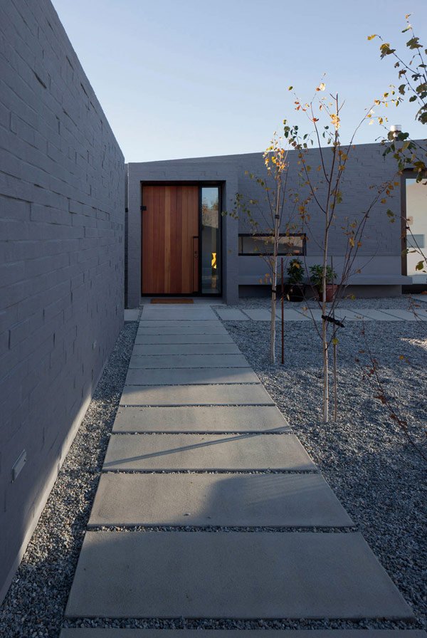 modern house New Zealand 3 Modern New Zealand Home Visually Anchored in its Landscape by Extensive Use of Brick