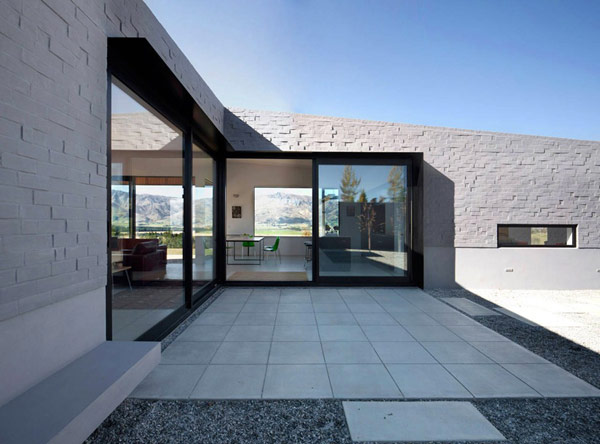 modern house New Zealand 5 Modern New Zealand Home Visually Anchored in its Landscape by Extensive Use of Brick