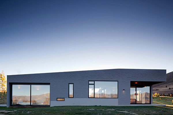 modern house New Zealand 1 Modern New Zealand Home Visually Anchored in its Landscape by Extensive Use of Brick
