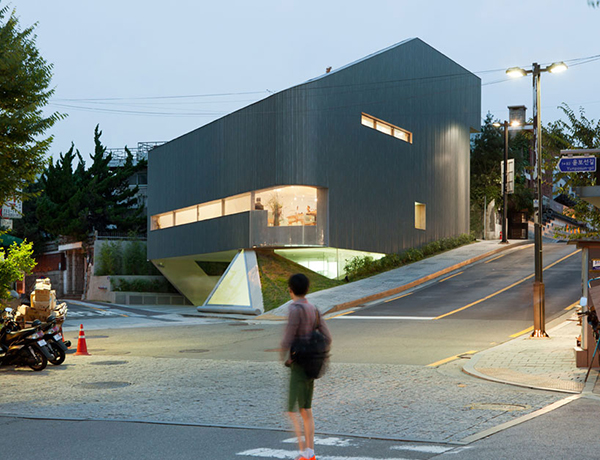 Overlooking Art Center1 Steel Contemporary Shaped Art Centre in South Korea
