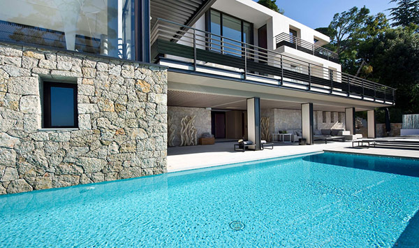 Holiday Villa Baie swimming pool Holiday Teasing: Impressive Villa Baie on the French Riviera