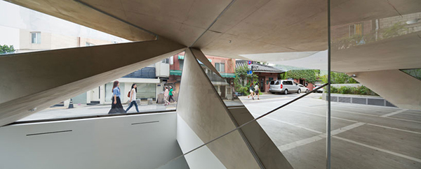 Overlooking People1 Steel Contemporary Shaped Art Centre in South Korea
