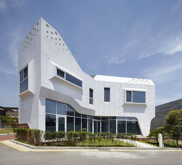 Pangyo House Curvy Eccentric White Residence With Square Perforations