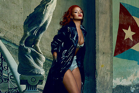 """Rihanna Covers Vanity Fair's November Issue and Gets Real About Chris Brown: """"I Was Very Protective of Him"""""""